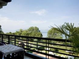 gorgeous apartment located along the stunning Peninsula os SIRMIONE, gardalake